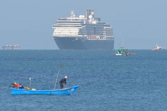 Campuchia lên tiếng về 2000 người trên du thuyền bị 5 nước 'hắt hủi' có ca nhiễm Covid-19 1
