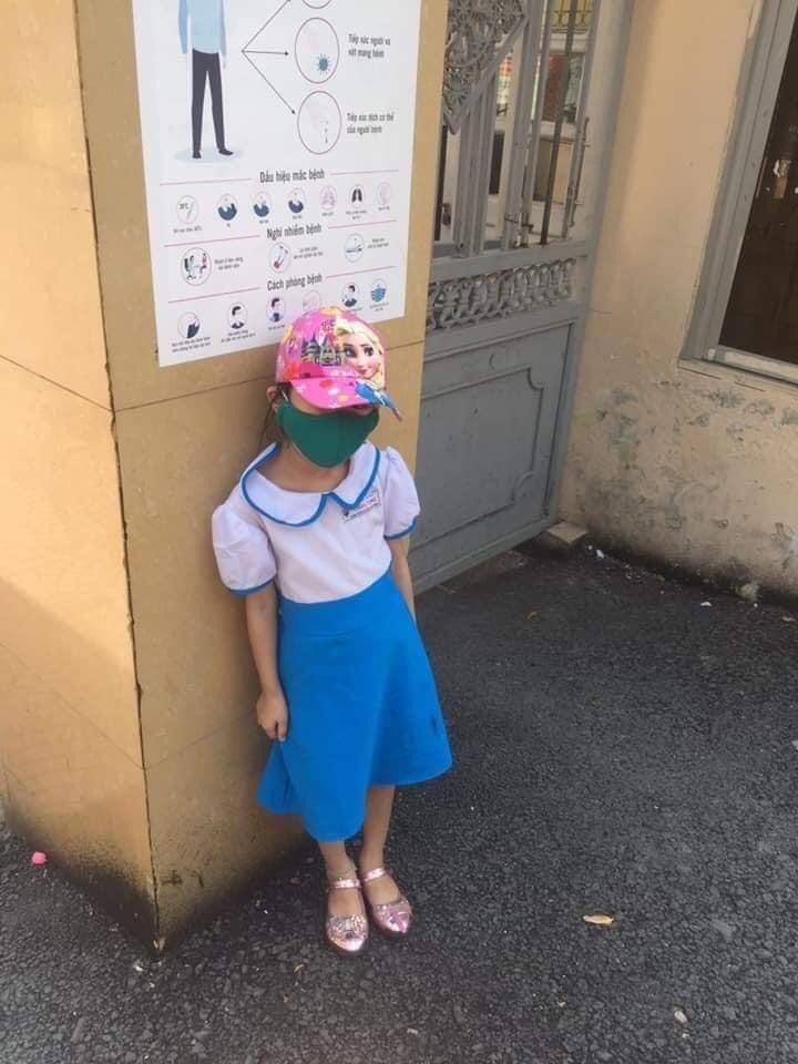 Học sinh bị phê bình, đứng ngoài cổng trường vì đi học sớm: Hiệu trưởng lên tiếng 1