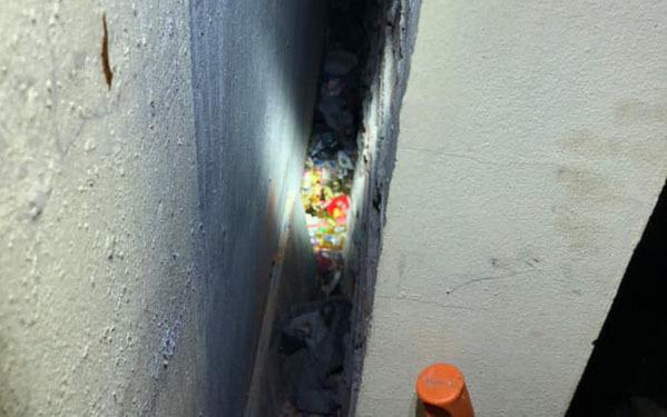 Vụ bé sơ sinh bị bỏ rơi giữa 2 khe tường: Tin vui đến bất ngờ 2