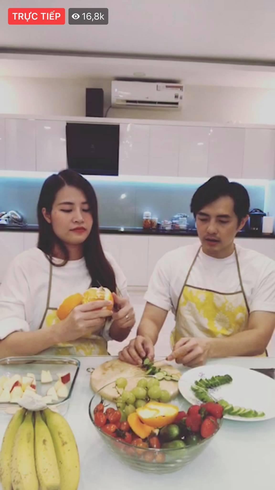 Đông Nhi livestream, lộ điểm khác lạ trên gương mặt ở những tháng cuối thai kỳ 1