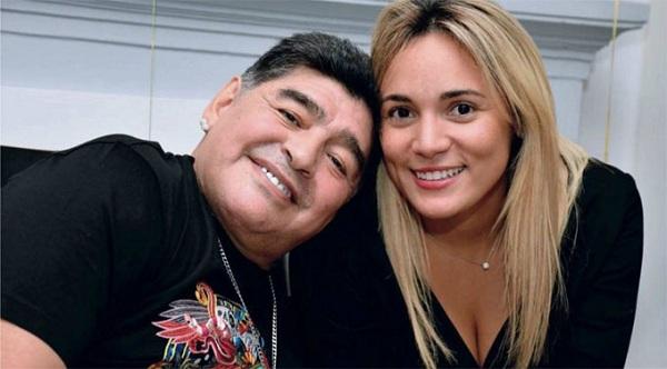 Maradona bị bắt tại sân bay vì bùng tiền của bồ cũ 1