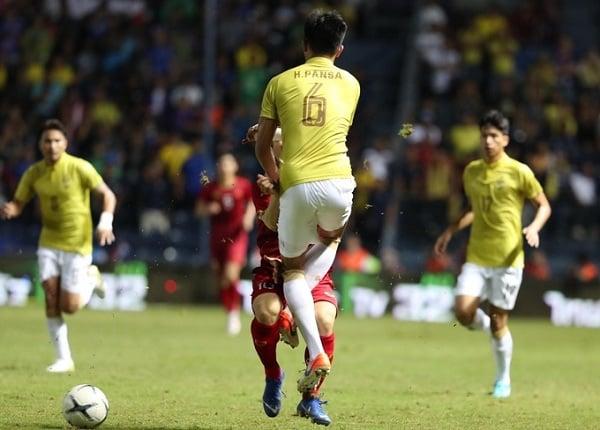 Nhiều cầu thủ Việt Nam dính chấn thương sau màn 'đấu võ' của Thái Lan 1