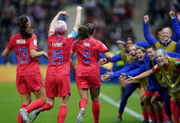 Nhiều cầu thủ nữ Thái Lan bàng hoàng, khóc như mưa sau trận thua lịch sử  1