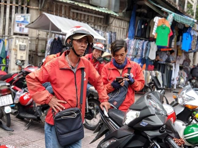 Hàng trăm tài xế kéo đến biểu tình, Go-Viet tính giá giờ cao điểm như Grab 2