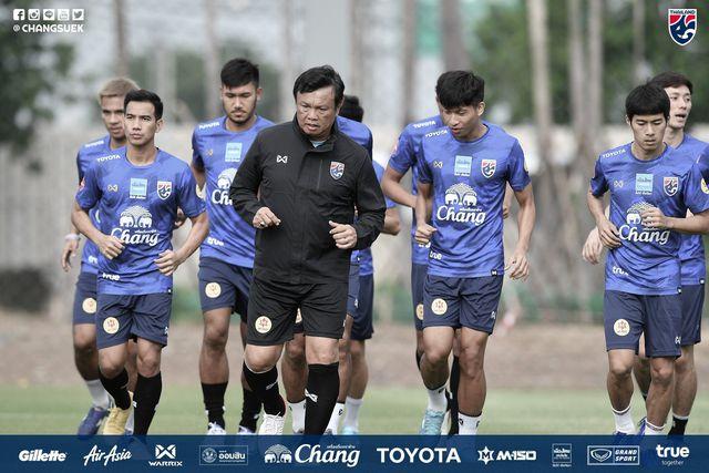 Tân HLV Thái Lan thẳng thừng chỉ trích cầu thủ nước nhà thiếu chuyên nghiệp  1