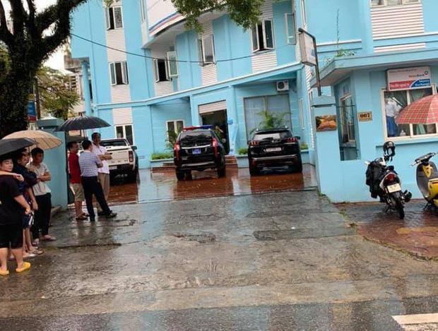 Nam thanh niên cầm kiếm xông vào cướp ngân hàng tại Lào Cai 2