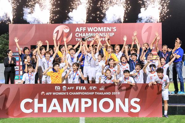 Thủ tướng Nguyễn Xuân Phúc gửi lời chúc mừng đến đội tuyển bóng đá nữ Việt Nam 1