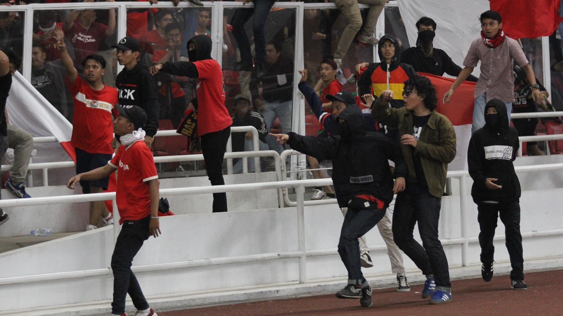 CĐV Indonesia gây bạo loạn, ĐT Việt Nam vô tình hưởng lợi cực lớn 3