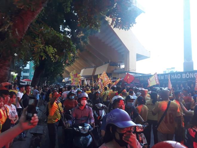 Chân dung CĐV Nam Định đốt pháo sáng tại SVĐ Hàng Đẫy 2
