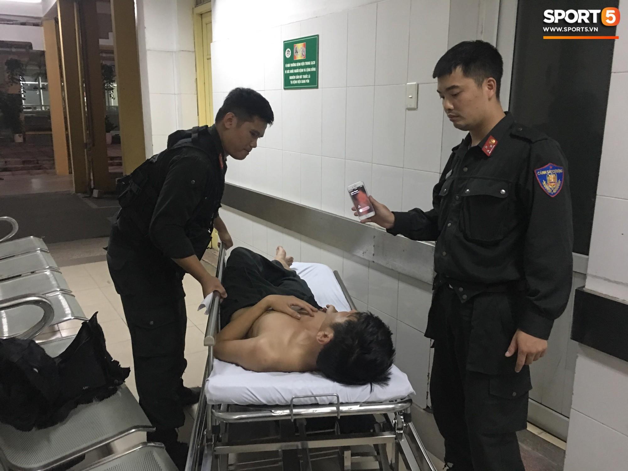 Hai chiến sĩ CSCĐ bị CĐV Nam Định hành hung phải nhập viện 2