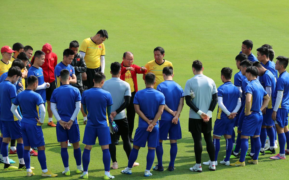 VFF tiếp tục dời lịch V.League, ĐT Việt Nam có sự chuẩn bị tốt nhất cho trận gặp Malaysia 1