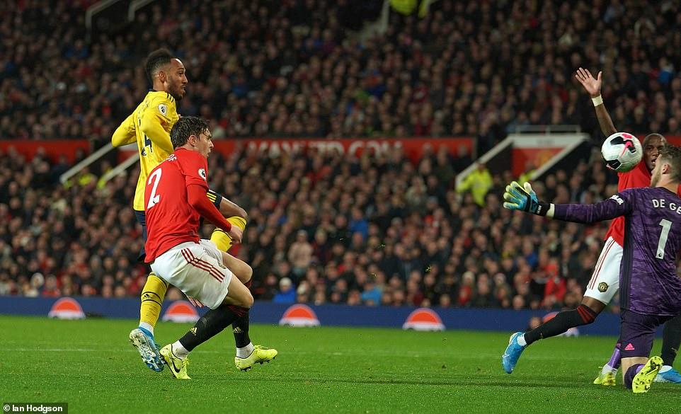 M.U chia điểm đáng tiếc với Arsenal sau sai lầm ở hàng thủ 2