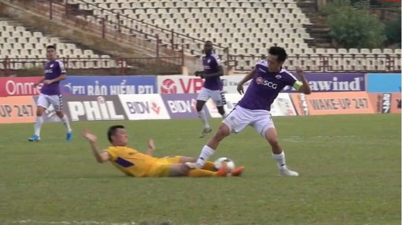 Văn Quyết bị treo giò hết V.League 2019 sau pha bóng gây tranh cãi 1