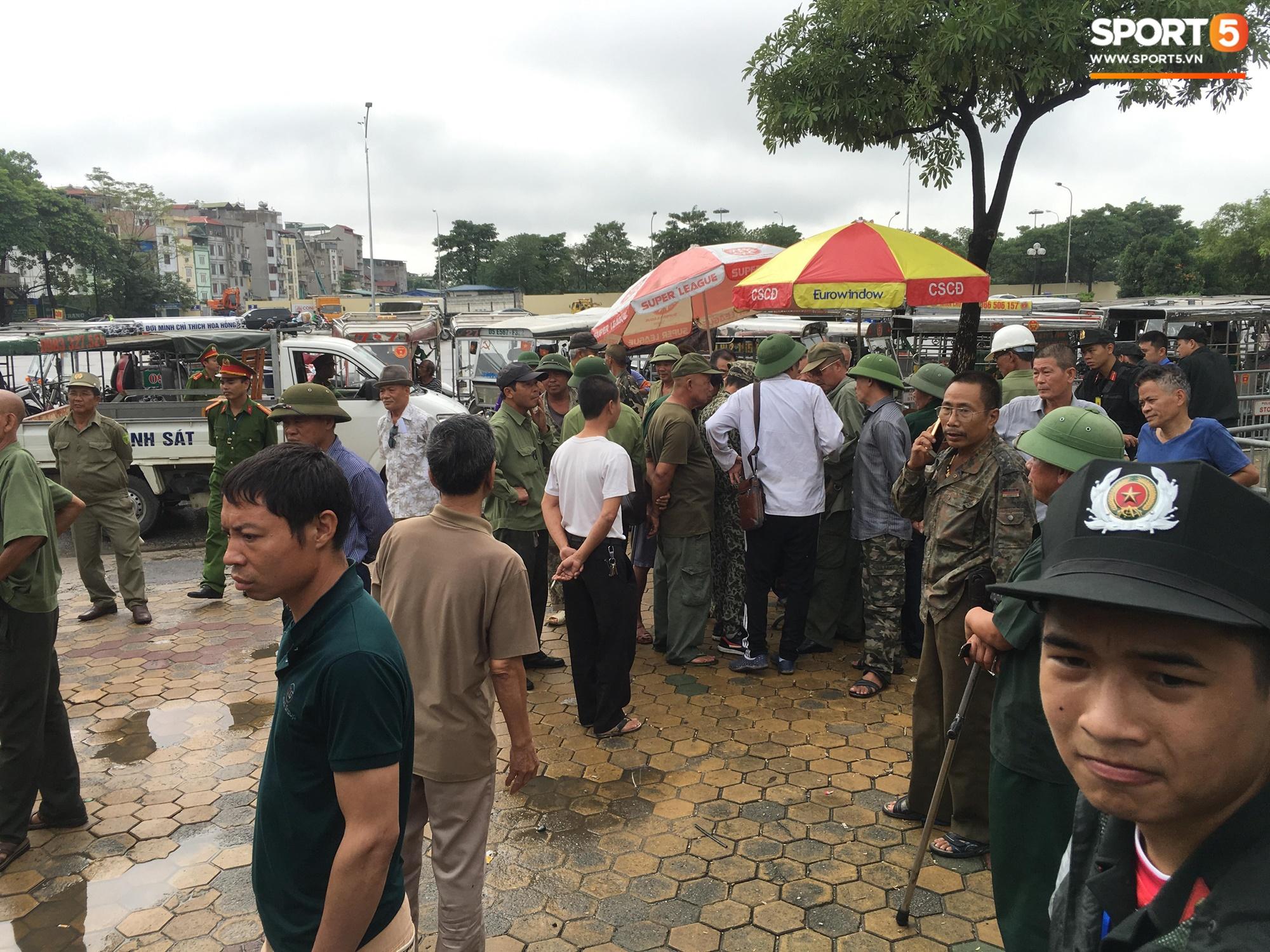 Nhiều người lạ mặt tự xưng thương binh chửi tục, làm loạn trụ sở VFF để đòi vé 2