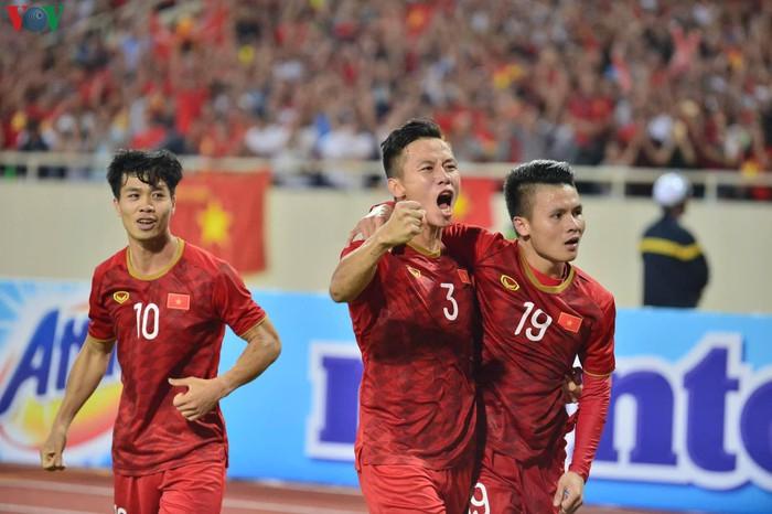 ĐT Việt Nam tri ân Xuân Trường, Quang Hải nhận 'triệu like' từ cầu thủ Malaysia với hành động đẹp  10