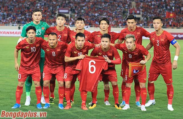 ĐT Việt Nam tri ân Xuân Trường, Quang Hải nhận 'triệu like' từ cầu thủ Malaysia với hành động đẹp  2
