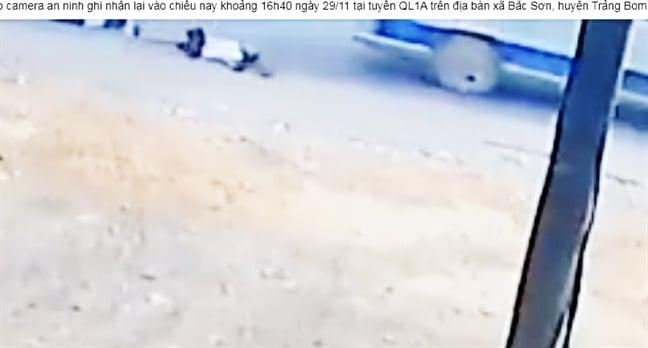 Thêm một vụ 2 em học sinh bị rơi từ ô tô xuống đường tại Đồng Nai 1