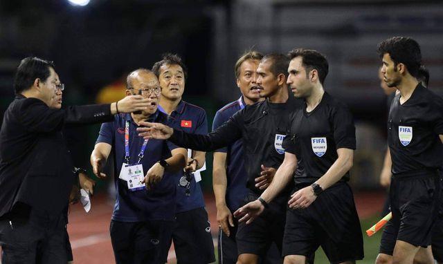 HLV Park Hang Seo bực tức với tình huống trọng tài không cho U22 Việt Nam đá phạt góc  4