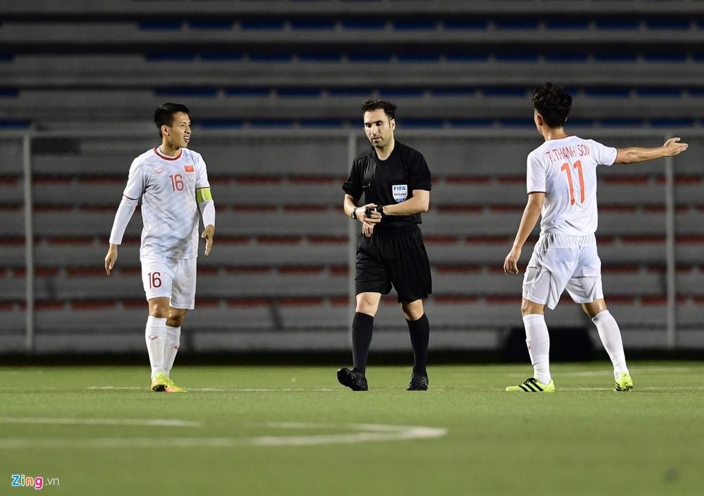 HLV Park Hang Seo bực tức với tình huống trọng tài không cho U22 Việt Nam đá phạt góc  1