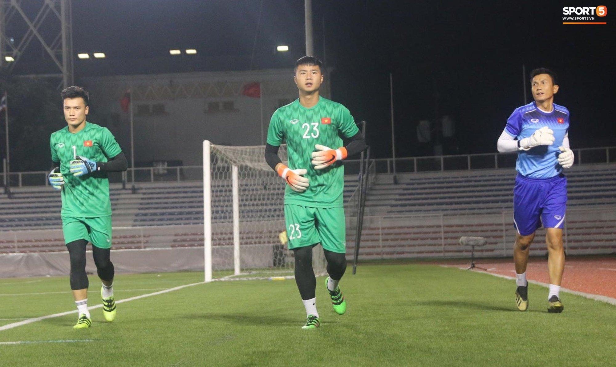 HLV Park Hang Seo lý giải việc cho Văn Toản bắt thay Bùi Tiến Dũng 1