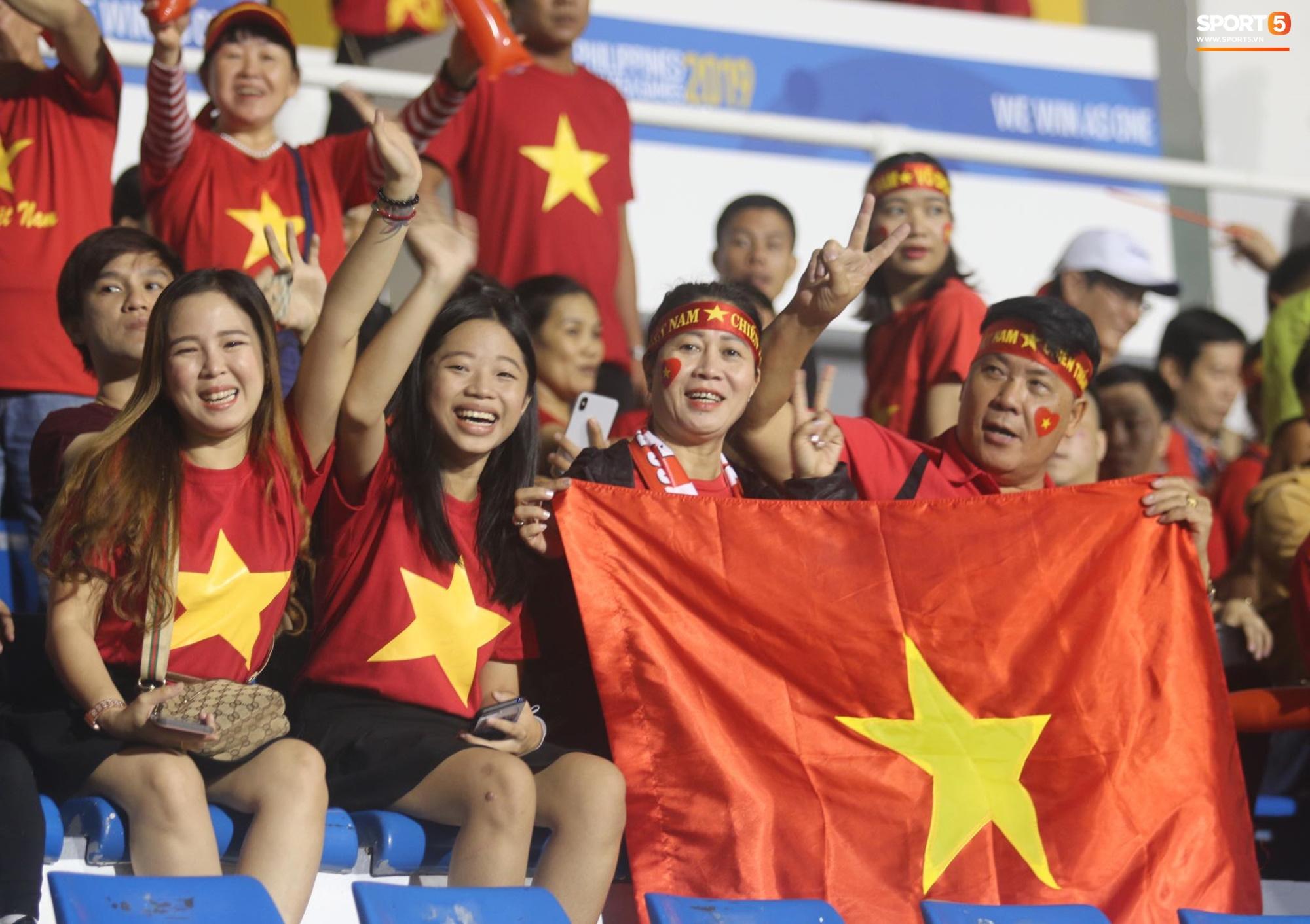 U22 Việt Nam vs U22 Singapore (Hết giờ): Đức Chinh lập công  8