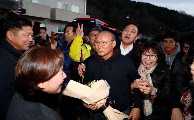 Sau khoảnh khắc ôm mẹ khóc, thầy Park đãi toàn đội U23 Việt Nam món ăn đặc sản  2
