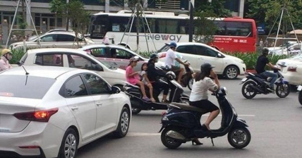 Từ 1/1/2020, dừng xe đột ngột giữa đường, rẽ không xi nhan sẽ bị xử phạt nặng 1