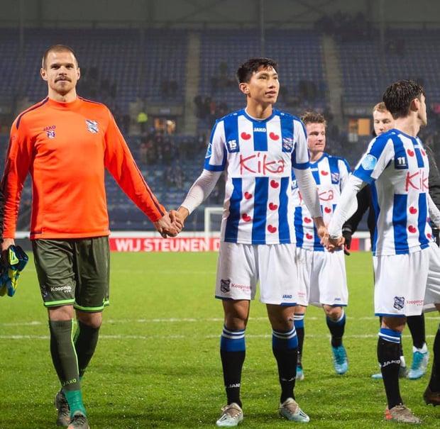 Đoàn Văn Hậu bị chê bai hợp đồng thương mại, HLV SC Heerenveen lập tức lên tiếng phản bác  1