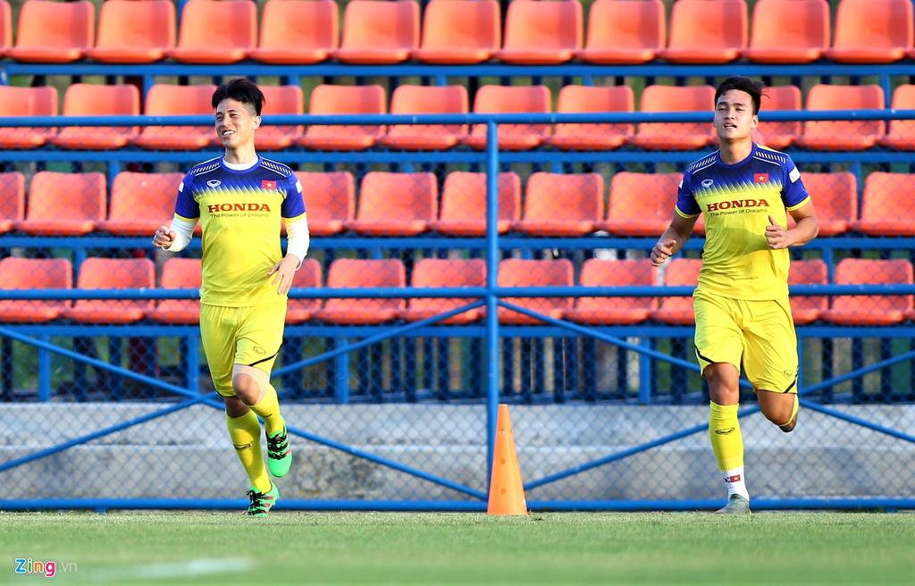 Mặc kệ thông tin bị loại, Đình Trọng vẫn tươi cười trong buổi tập của U23 Việt Nam  2