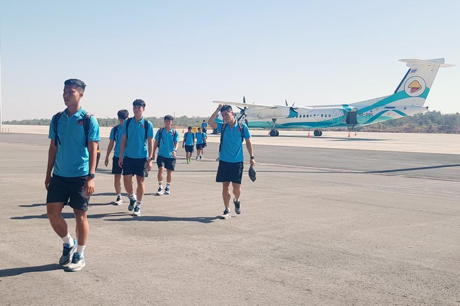U23 Việt Nam đến Buriram, CĐV Thái Lan chào đón bằng biểu ngữ tiếng Việt  2