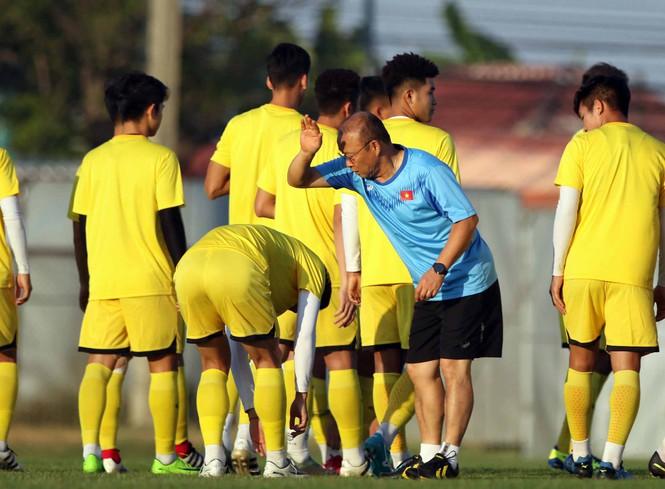 2 cầu thủ U23 Việt Nam bị phạt do vi phạm quy định 1