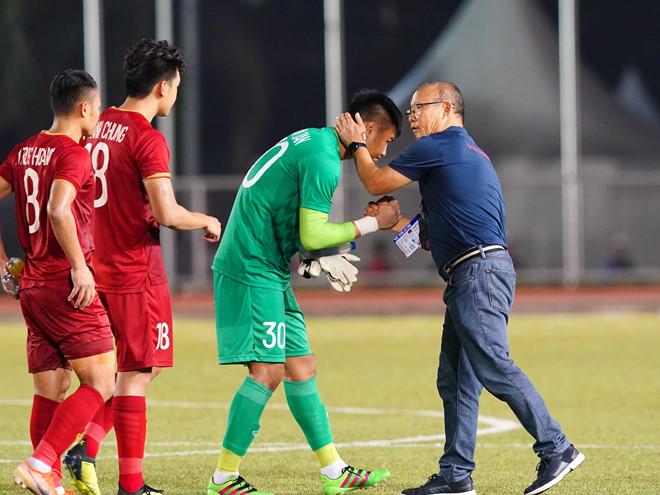Nhìn Bùi Tiến Dũng tỏa sáng, Văn Toản nói lời bất ngờ về cơ hội ra sân trong trận cuối  1
