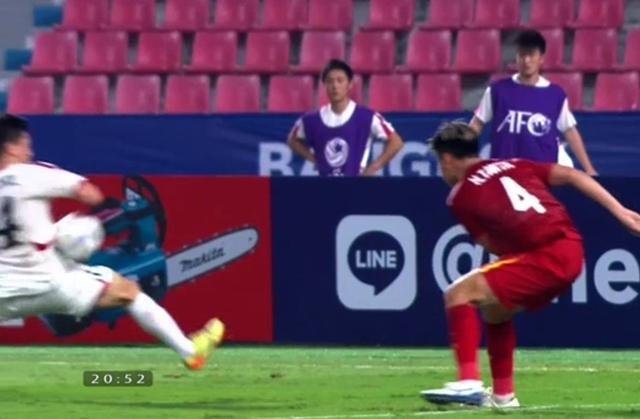 Trọng tài người Iraq cướp trắng quả penalty khiến U23 Việt Nam mất bàn thắng hợp lệ 2