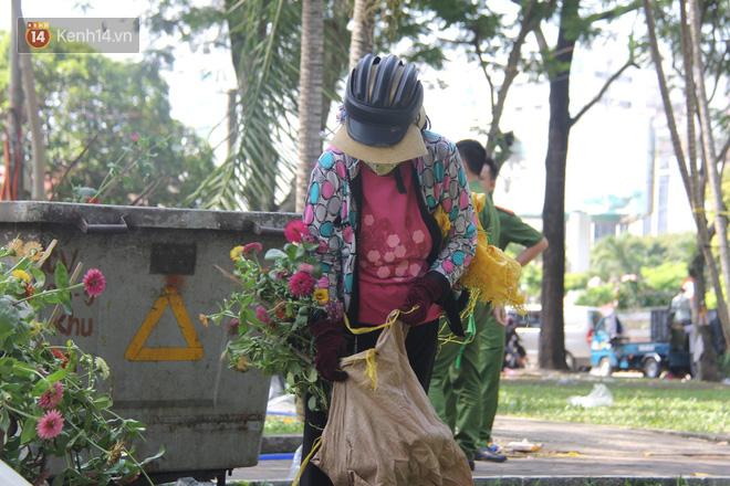 Tiểu thương tại TP.HCM đập chậu, phá hoa tránh cảnh ép giá  6