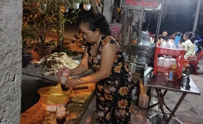 Hàng quán mọc lên phục vụ người dân theo dõi vây bắt Tuấn 'khỉ', lời lãi cả triệu đồng 2