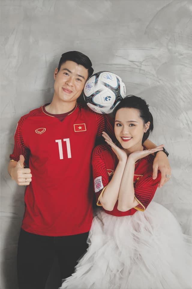Duy Mạnh chụp ảnh cưới cùng chiếc áo lịch sử của ĐT Việt Nam  2