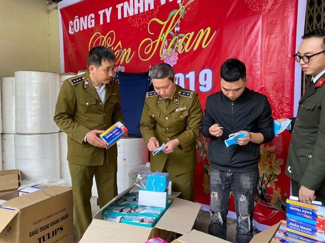 Hà Nội: Phát hiện dây chuyền sản xuất khẩu trang từ giấy vệ sinh 1
