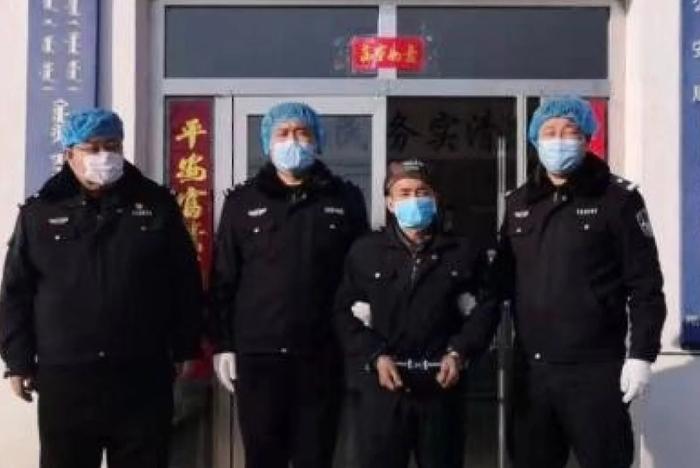 Kẻ cắp xác chết trốn truy nã suốt 4 năm bất ngờ ra đầu thú vì virus corona  1
