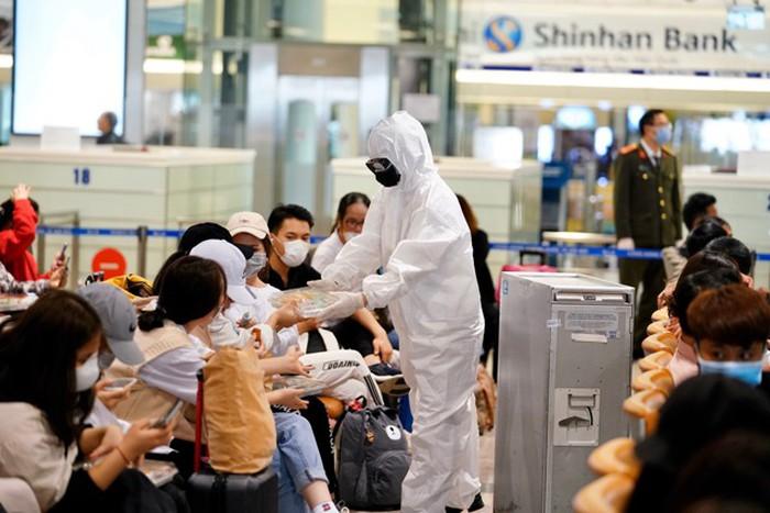 Sân bay Nội Bài khuyến cáo khách cần có thái độ đúng mực, phối hợp chống Covid-19 1