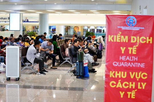 Sân bay Nội bài đón gần 1.200 người từ vùng dịch trong ngày 20/3 2