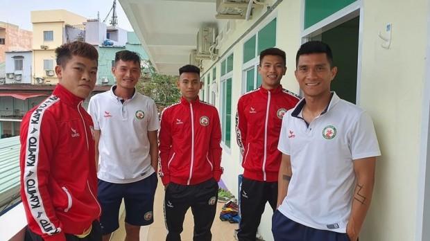 Cầu thủ Việt Nam đầu tiên phải cách ly vì Covid-19  1