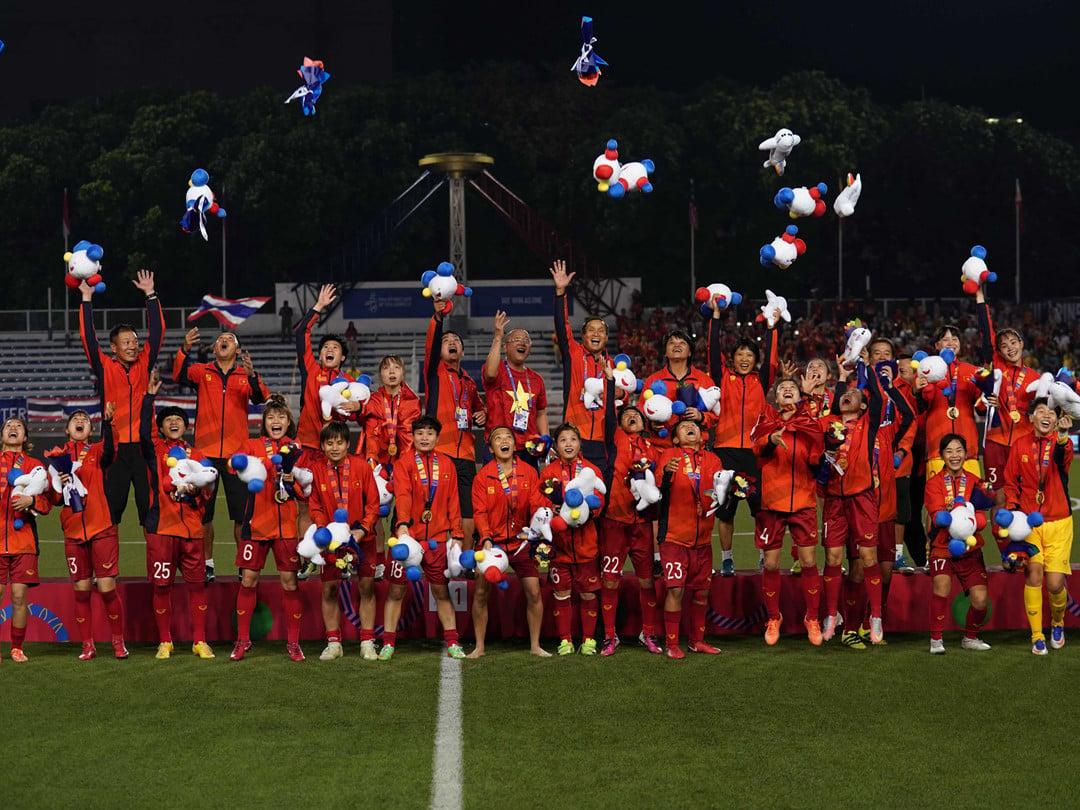 Ngoài trả lương cho thầy Park, tỷ phú Phạm Nhật Vượng còn rót cả nghìn tỷ cho bóng đá VN 5