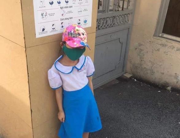 Bị đứng ngoài cổng trường vì đi học sớm: Cô giáo nói học sinh tự đứng vì sợ phê bình 3