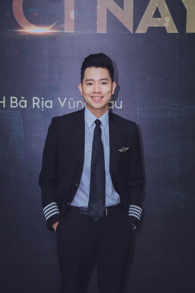 'Cơ trưởng đẹp trai nhất Việt Nam' hé lộ phí học tập và thu nhập khủng của nghề phi công 4