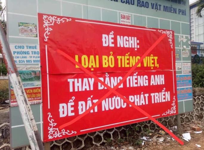 Thầy giáo trẻ treo băng rôn 'bỏ tiếng Việt, thay bằng tiếng Anh' gây bất bình 1