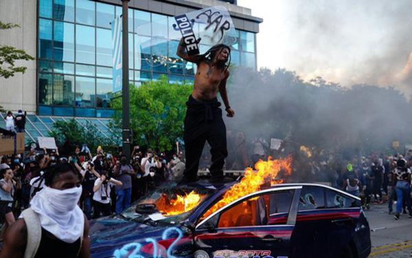 Cửa hàng Apple bị đập phá, iPhone bị vét sạch trong biểu tình tại Mỹ 1