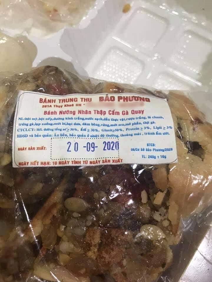 Tiệm bánh trung thu hot nhất Hà Nội bị tố 2 lần liên tiếp trong 3 ngày, dân tình xôn xao nghi ngờ về chất lượng bánh 9