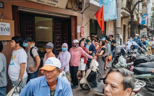 Tiệm bánh trung thu hot nhất Hà Nội bị tố 2 lần liên tiếp trong 3 ngày, dân tình xôn xao nghi ngờ về chất lượng bánh 2