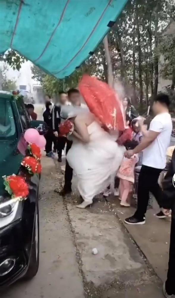 Tin tức mạng xã hội hot nhất ngày 02/10: Chị em thân thiết mừng cưới 1 chỉ vàng giả, màn tán gái 1 câu nhận ngay 25k like 4