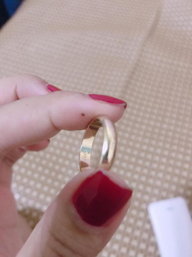 Tin tức mạng xã hội hot nhất ngày 02/10: Chị em thân thiết mừng cưới 1 chỉ vàng giả, màn tán gái 1 câu nhận ngay 25k like 2